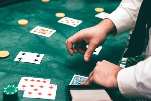 Online gambling websites vs land-based casinos