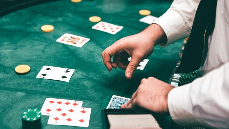 Online gambling websites vs land-based casinos