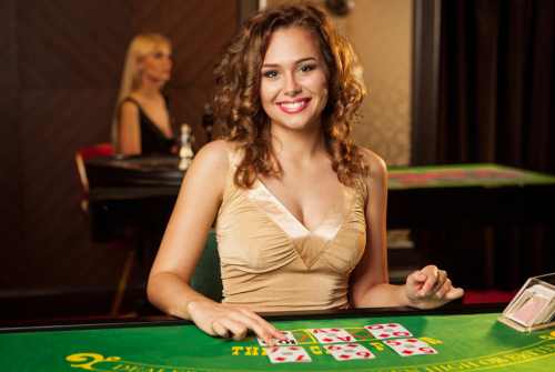 Why choosing online a casino to play games is better?