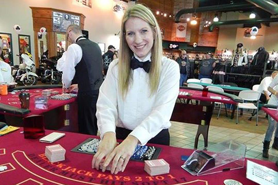 What strategy should a player choose to play online gambling games